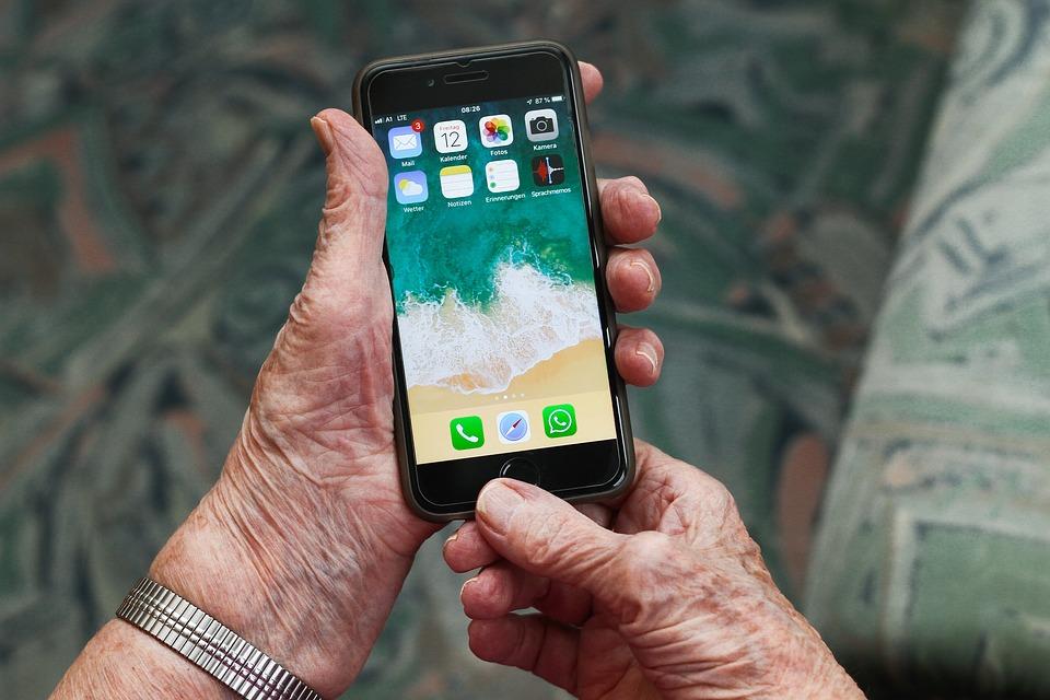 Téléphone portable pour seniors avec GPS